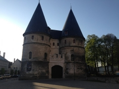 Ancien palais épiscopal, ancien palais de justice, actuellement musée départemental de l'Oise - English: neighborhood