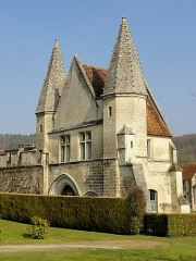 Châteaux de la Douye et du Roi Jean, au milieu d'un parc, en face de l'église - Français:   Façade occidentale.