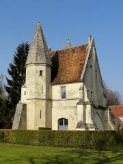Châteaux de la Douye et du Roi Jean, au milieu d'un parc, en face de l'église - Français:   Château du roi Jean, façade méridionale.