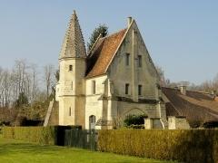 Châteaux de la Douye et du Roi Jean, au milieu d'un parc, en face de l'église - Français:   Château du roi Jean, façade septentrionale.