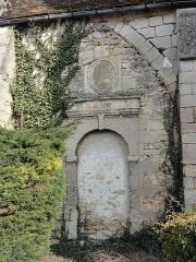 Eglise Saint-Pierre - Français:   Ancien portail bouché.