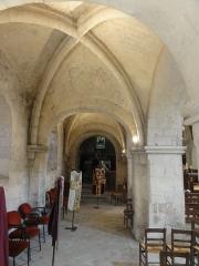 Eglise Saint-Pierre - Français:   Bas-côté nord, 5e travée, vue vers l\'est.