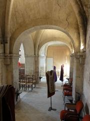 Eglise Saint-Pierre - Français:   Bas-côté nord, 6e travée, vue vers l\'ouest.