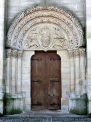 Eglise - Français:   Portail nord dans la base du clocher.