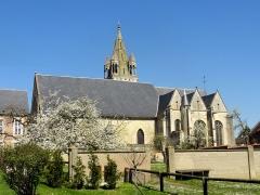 Eglise - Français:   Vue depuis le sud.