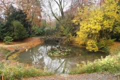 La Faisanderie - English: Bassin de la Tenaille, former pool in the west part of the former Chantilly castle gardens. Now in Potager des Princes, Chantilly, Oise, France. Autumn View.