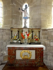 Eglise de la Sainte-Trinité -  Absidiole sud, autel et retable.