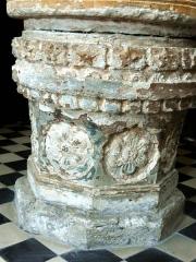 Eglise de la Sainte-Trinité -  Fonts baptismaux du XVIe siècle.