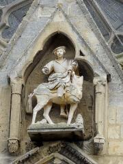 Eglise Saint-Martin - Français:   Charité de Saint-Martin au-dessus du portail occidental.
