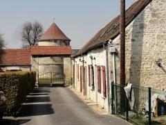 Abbaye de Royallieu - Français:   Maisons d\'ouvriers agricoles et second portail de l\'ancienne ferme de l\'abbaye.