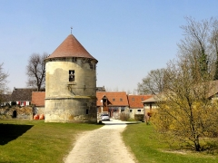 Abbaye de Royallieu - Français:   Pigeonnier de l\'ancienne ferme de l\'abbaye.
