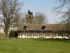 Abbaye de Royallieu - Français:   Anciennes écuries du château de Bayser, sur le domaine de l\'ancienne abbaye.