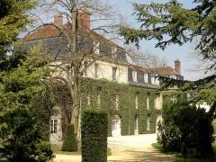 Abbaye de Royallieu - Français:   Château de Bayser (actuellement crêche municipale), édifié sur les emprises de l\'ancienne abbaye.