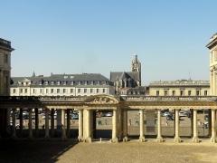 Eglise Saint-Jacques - Vue depuis le palais, à l'est.