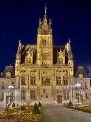Hôtel de ville -  Façade de l\'hôtel de ville Compiègne (de nuit)