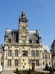 Hôtel de ville - Français:   Vue d\'ensemble.