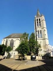 Eglise Saint-Médard - Vue depuis l'ouest.
