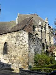 Eglise Saint-Médard - Angle nord-est de l'église, avec sa partie la plus ancienne, la chapelle du début du XIIIe siècle comportant un pan de l'ancien mur d'enceinte de la ville de Creil.