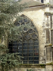 Eglise Saint-Médard - Baie du chevet du chœur du XIVe au nord, refaite en 1584.