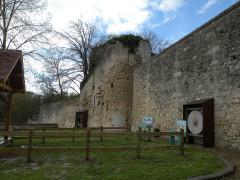 Ancien château Saint-Aubin - Français:   muraille Château Saint-Aubin, Crépy-en-Valois