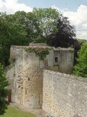Ancien château Saint-Aubin - Français:   Ancienne porterie, dite tours de Valois.