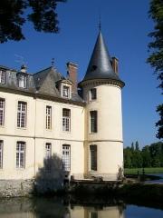 Domaine de Jean-Jacques-Rousseau - Français:   Façade est, tour nord-est.