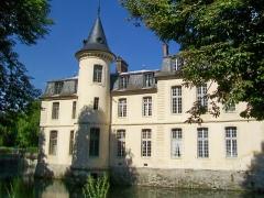 Domaine de Jean-Jacques-Rousseau - Français:   La façade est du château, tour sud-est.