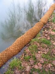 Domaine de Jean-Jacques-Rousseau - Français:   Mise en place des boudins de renforcement des berges en fibre de coco au Parc Jean-Jacques-Rousseau, Ermenonville, France.
