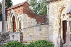 Eglise - Français:   Le Fay-Saint-Quentin - Eglise Saint-Laurent, portes au Sud