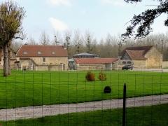 Ancienne abbaye cistercienne de Froidmont - Français:   Les communs.