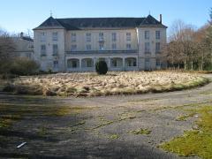 Château de Saint-Cyr et ses communs -  Chateau de Lavilletertre, façade est, Oise, France