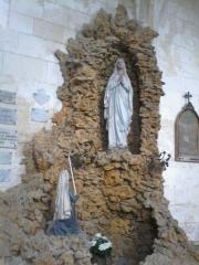 Eglise Saint-Martin de Montigny - Français:   Intérieur de l\'église Saint-Martin de Montigny situé sur la commune de Maignelay-Montigny (Oise). Apparition de Marie à Lourdes.