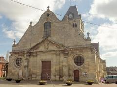 Eglise Notre-Dame de la Nativité - Français:   Façade occidentale de style classique.