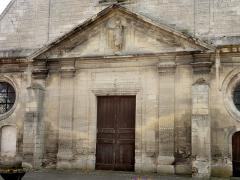 Eglise Notre-Dame de la Nativité - Français:   Portail occidental de style classique.