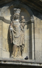 Eglise Notre-Dame de la Nativité - Français:   Statue sur la façade de l\'église
