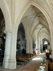 Eglise Notre-Dame de la Nativité - Français:   Bas-côté, croisillon et collatéral sud (au bout); grandes arcades au sud de la nef.