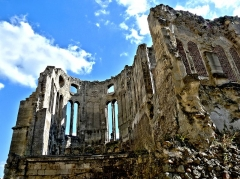 Ancienne cathédrale (église Notre-Dame) et ses annexes - Chapelle de l'évêque, détruite en partie lors du dégagement des abords de la cathédrale au XIXe siècle.