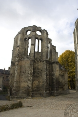 Ancienne cathédrale (église Notre-Dame) et ses annexes - English:  The chapel of the episcopal palace is kept remaining as is in evidence of damage during the bombings of World War I.