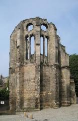 Ancien évêché - English: Noyon (département de l'Oise, France): ruins of the bishop's chapel, next to the Notre-Dame Cathedral