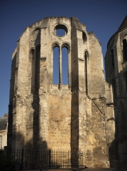 Ancien évêché - English: Noyon; Cathédrale; Nord-Pas-de-Calais-Picardie, Oise; France; ref: PM_102929_F_Noyon; Cultural heritage; Cultural heritage/Cathedral; Europe/France/Noyon; Wiki Commons; photo: Paul M.R.Maeyaert; www.pmrmaeyaert.eu; © Paul M.R. Maeyaert; pmrmaeyaert@gmail.com