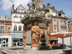 Fontaine -  Détails de la Fontaine du Dauphin