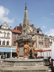 Fontaine -  Noyon Fontaine du Dauphin