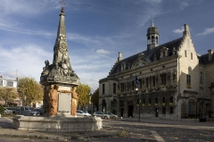 Fontaine -  The Town Hall, repeatedly burned, ruined and restored, date from the 17th century for the oldest parts.