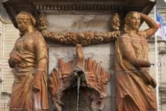 Fontaine - English: Noyon; la fontaine du Dauphin; Nord-Pas-de-Calais-Picardie, Oise; France; érigée en 1771, commémorant le mariage du Dauphin, futur Louis XVI et de Marie-Antoinette; ref: PM_102909_F_Noyon; Cultural heritage; Europe/France/Noyon; Wiki Commons; photo: Paul M.R.Maeyaert; www.pmrmaeyaert.eu; © Paul M.R. Maeyaert; pmrmaeyaert@gmail.com