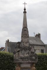 Fontaine - English: Noyon; la fontaine du Dauphin; Nord-Pas-de-Calais-Picardie, Oise; France; érigée en 1771, commémorant le mariage du Dauphin, futur Louis XVI et de Marie-Antoinette; ref: PM_102912_F_Noyon; Cultural heritage; Europe/France/Noyon; Wiki Commons; photo: Paul M.R.Maeyaert; www.pmrmaeyaert.eu; © Paul M.R. Maeyaert; pmrmaeyaert@gmail.com