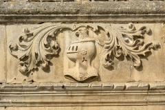 Château - Français:   Détail au dessus de la porte du château du Plessis Brion