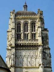 Eglise - Français:   Clocher, côté est.