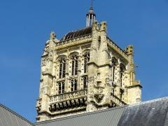 Eglise - Français:   Clocher, côté sud-est.