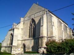 Eglise -  Le chœur avec ses deux chapelles latérales, formant un ensemble hétérogène, et le transept d'une campagne de construction antérieure (à gauche).