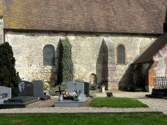 Eglise et cimetière qui l'entoure - Français:   Nef, côté sud.